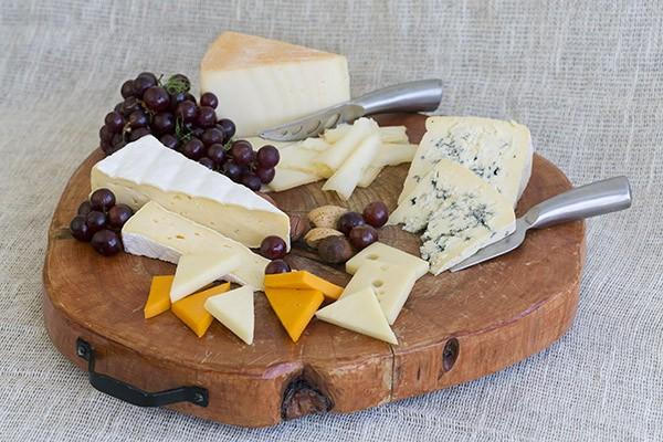 Traiteur de buffets froids à Montréal, variété de plateau de fromages chez Traiteur BIS. Découvrez notre menu Les Saveurs du monde.