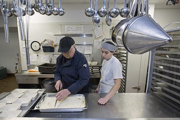 Cours de cuisine pour les jeunes de Montréal (16 à 25 ans) pour devenir aide-cuisinier ou aide-pâtissier. Pour information (514 593-7705 poste 1).